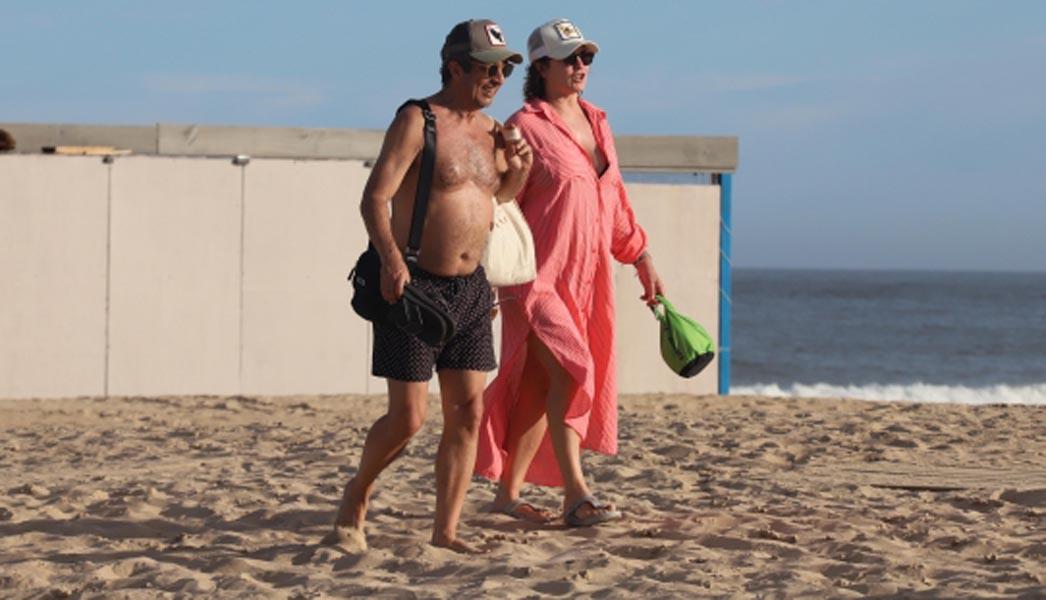 ¡Un dulce total! Ricardo Darín fue fotografiado cuando pasaba bronceador a su esposa