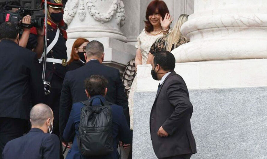Cristina Kirchner llegó al Congreso sin tapabocas y despertó polémica en las redes