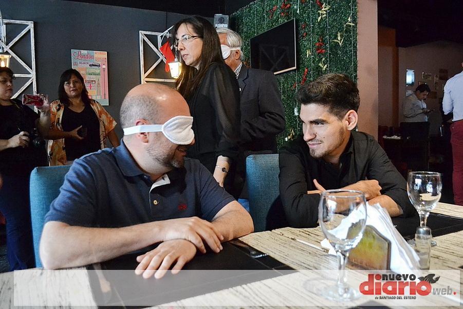 Cena a ciegas en el Club Social Banda