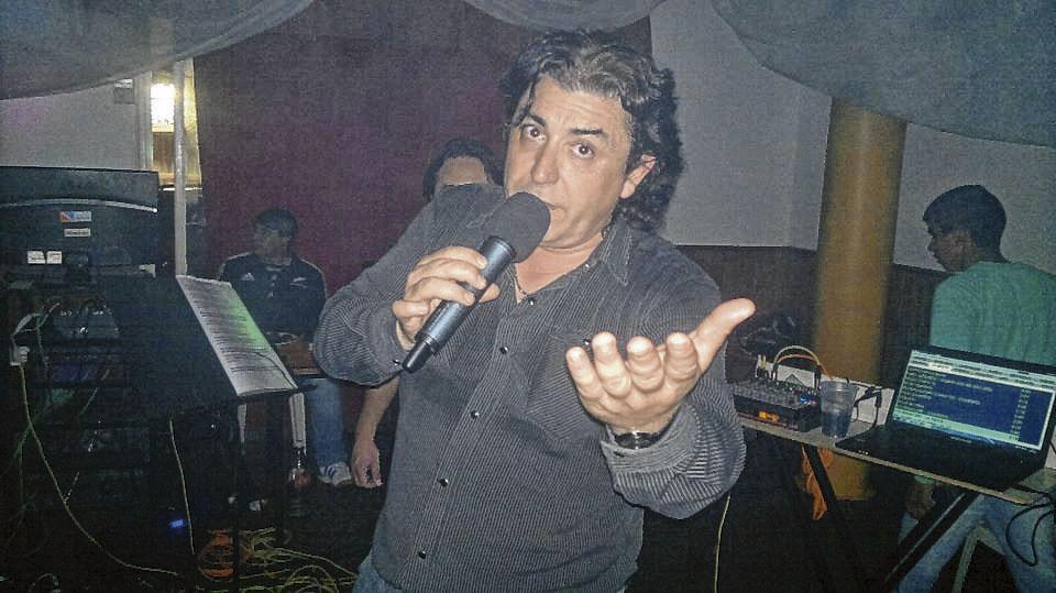 Hugo Migueles, con todos sus temas en el club San Carlos
