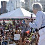 Carlitos Balá reunió a varias generaciones en Mar del Plata y cantó sus mayores éxitos