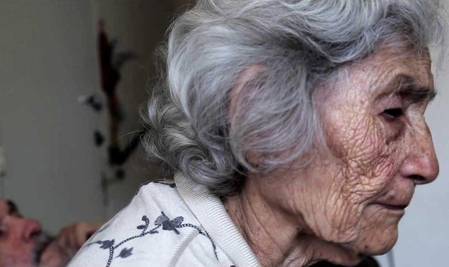 Abuelita quebró en llanto tras denunciar a su nieto que crió desde bebé