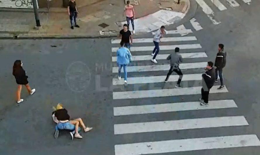 IMPACTANTE VIDEO: una joven fue brutalmente atacada en La Plata y las cámaras captaron toda la agresión