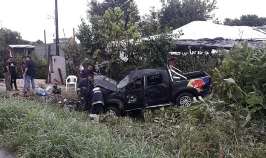 Susto: volcó la camioneta en la que viajaban los integrantes de Damas Gratis