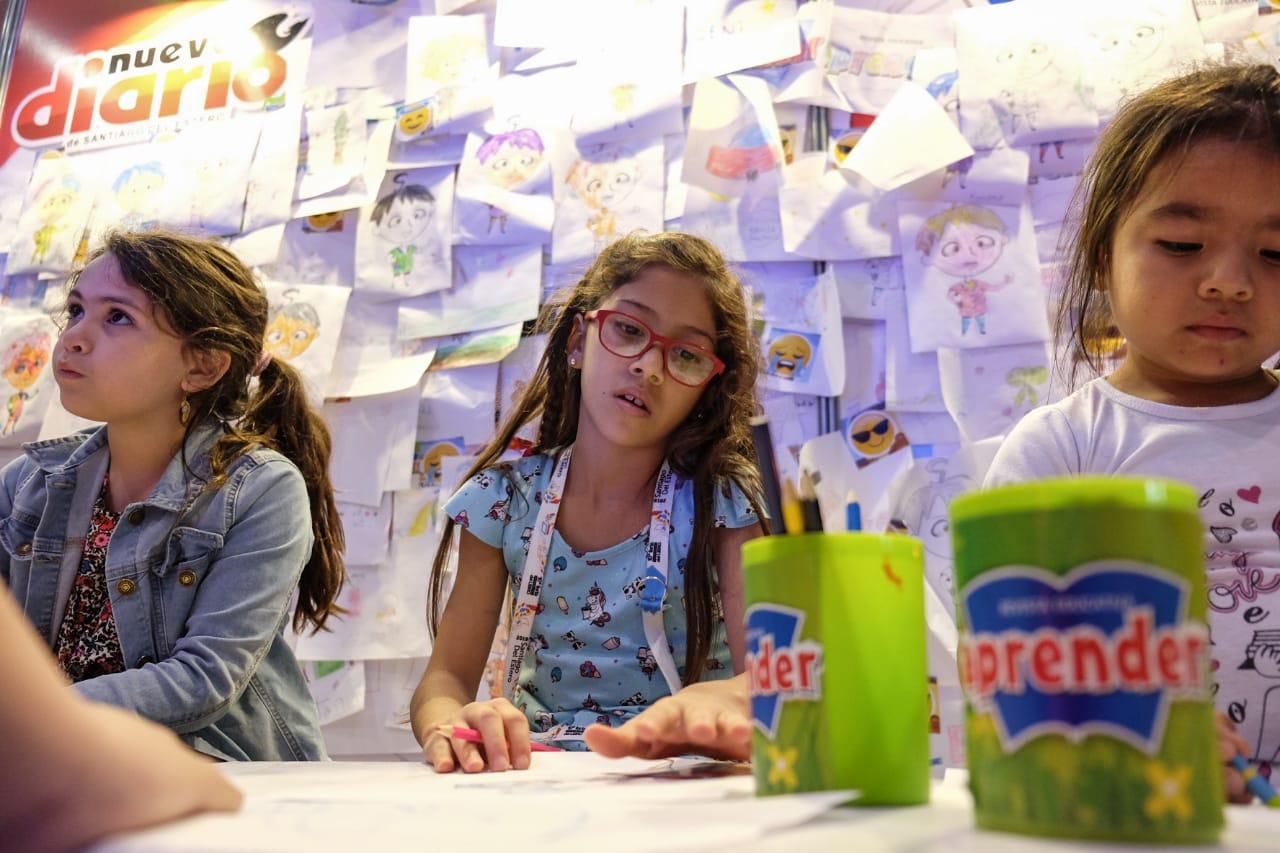 Los peques disfrutan con El Multimedio en la Feria del Libro