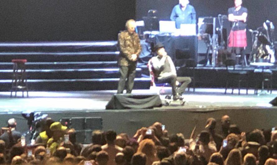 Durante un show, Joaquín Sabina se cayó del escenario [VIDEO]