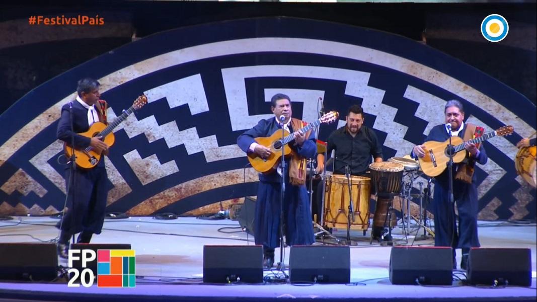 Los Manseros Santiagueños festejaron sus 60 años de trayectoria en la 60ª edición de Cosquin