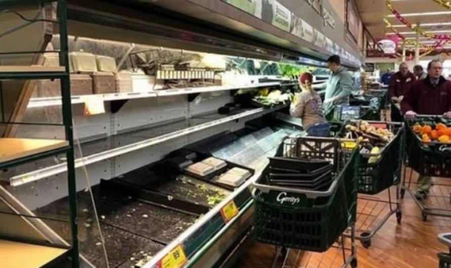Tosió sobre las góndolas de un supermercado y tiraron 35 mil dólares en mercadería