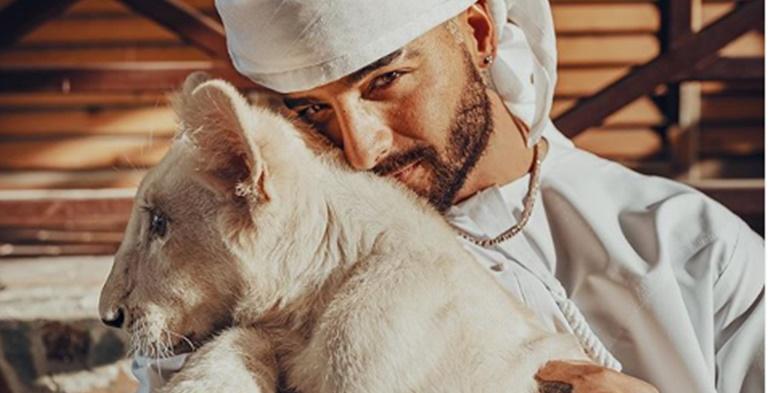 Las polémicas fotos de Maluma con un león