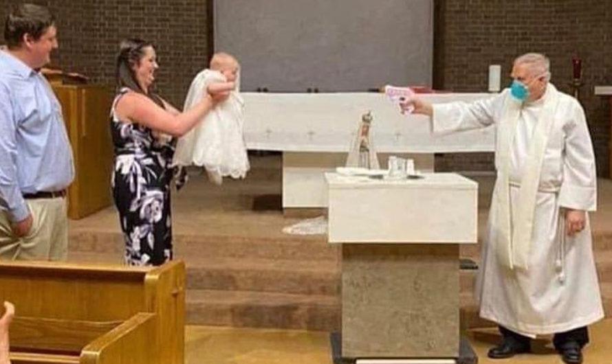 Sacramento consciente: sacerdote bautizó a una nena usando una pistola de agua