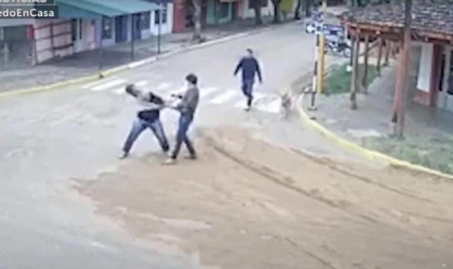 Escándalo: Un intendente atacó a golpes y le robó el celular a un periodista