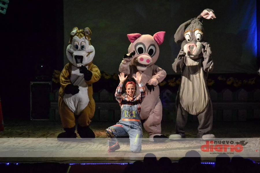 Fotitos: La Vaca Lola en el Teatro 25 de Mayo
