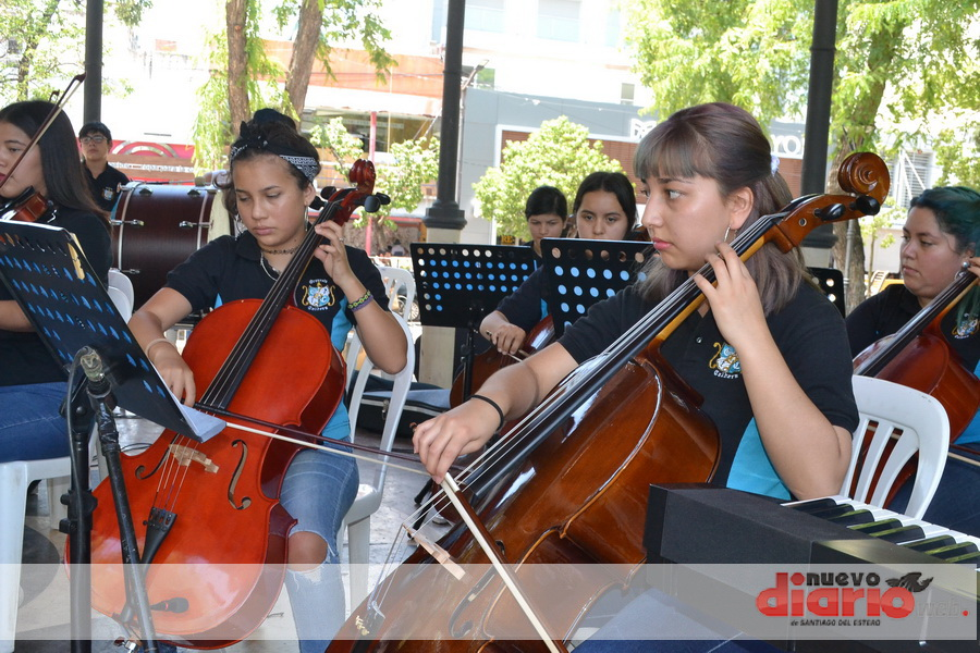 La Orquesta Sinfónica Municipal de La Calera, se presentó en Santiago
