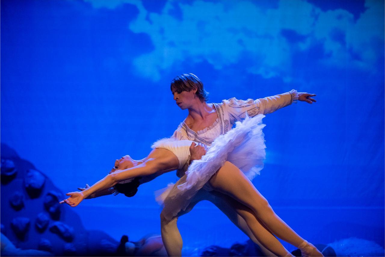 """""""El lago de los Cisnes"""" se presentará en el Teatro 25 de Mayo"""