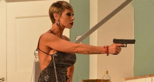Mónica Farro no pudo defenderse de los golpes que le propinó una mujer a la salida del teatro