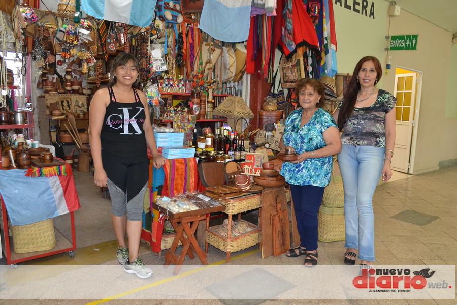 Recorrido por el centro de Santiago: puesteros del Mercado Armonía