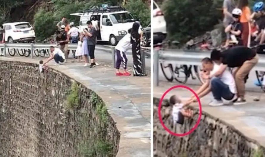 """VIDEO: filmaron a un padre colgando de un acantilado a su hijo de 4 años para sacarle la """"foto perfecta"""""""