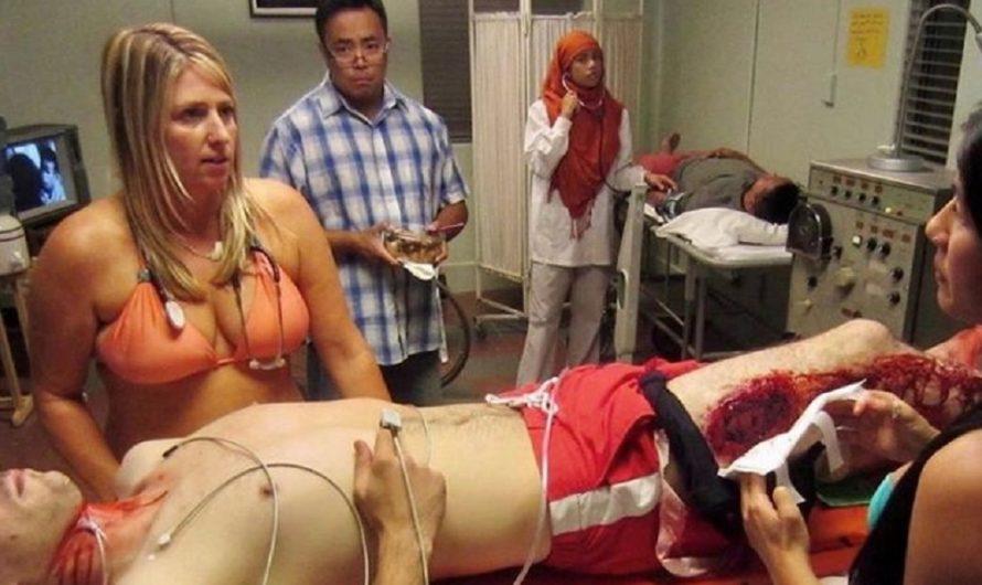 La curiosa razón por la que una doctora atiende en bikini [FOTOS]