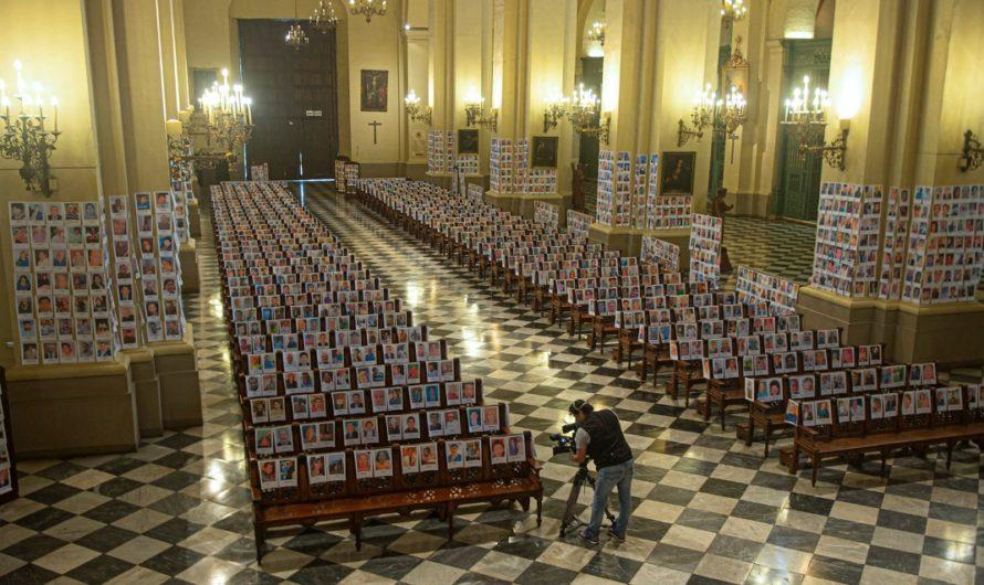 El impactante homenaje a más de 5.000 víctimas del coronavirus en Perú