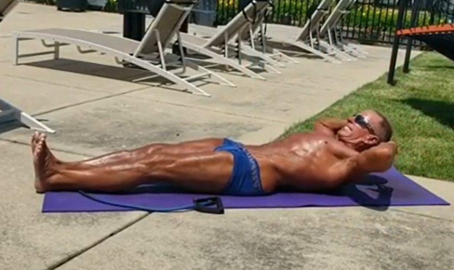Con 62 años, rompió el récord: hizo ocho horas seguidas plancha abdominal [VIDEO]