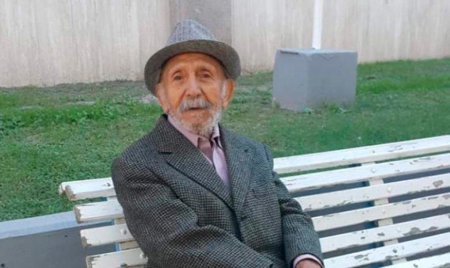 Un abuelo cumplió 100 años, en medio del caos y una larga fila frente al banco
