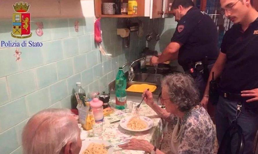 Tierno gesto de la policía a un par de ancianos luego de recibir una urgente denuncia
