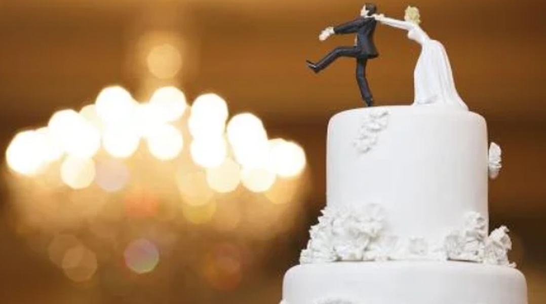 Se autosecuestró para no casarse: sus amigos lo ayudaron